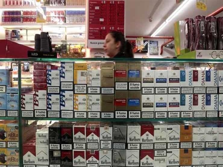 اختفاء السجائر من أرفف محلات كبرى وأكشاك مع تأخر إعلان الأسعار الجديدة