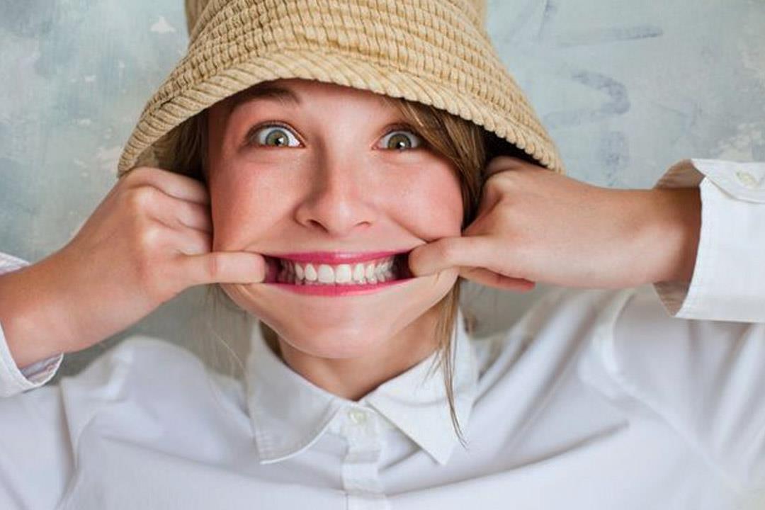 ما علاقة الاضطرابات الهرمونية بمشكلات اللثة؟