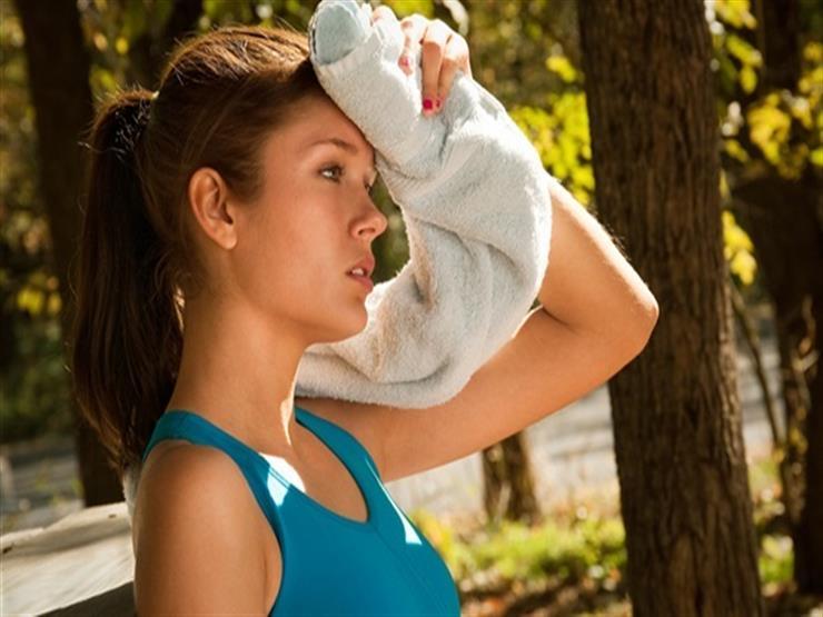 لتجنب عرق الوجه في الصيف.. إليك 6 نصائح عليك اتابعها