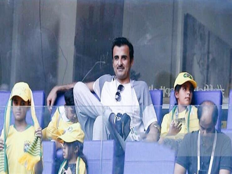 أمير قطر يظهر في مدرجات المونديال لمشاهدة مباراة البرازيل والمكسيك