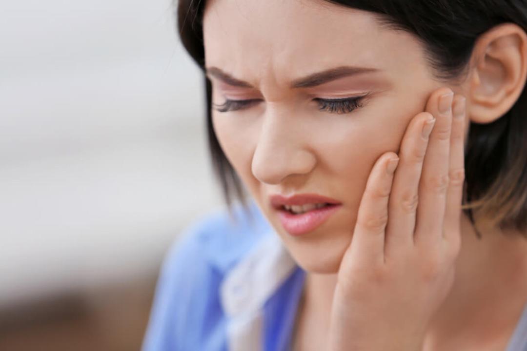 التهاب دواعم السن قد يؤدي لسقوطه.. هل يمكن علاجه؟