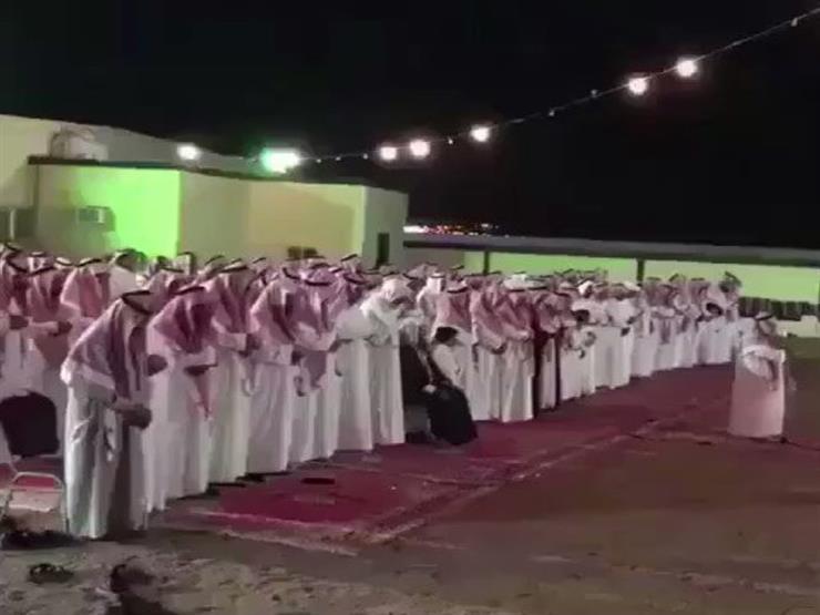 بالفيديو: سعودى يوقف حفل زفافه ليؤدي صلاة الخسوف