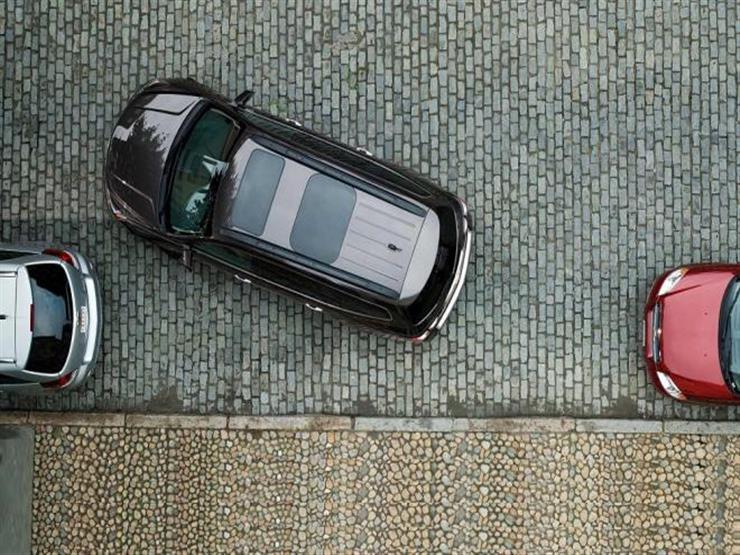 """أيهما أسهل وأكثر دقة """"ركن السيارة"""" الأمامي أم الخلفي؟ خبراء يجيبون"""