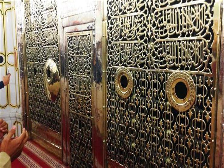 هل تعرف لمن القبر الرابع بجوار قبر النبي وصاحبيه؟