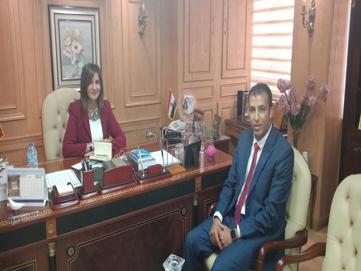 """وزيرة الهجرة تستقبل أحد علماء """"مصر تستطيع"""" لبحث تدوير المخلفات"""