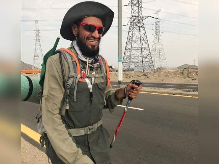 رجل يقطع 450 كلم إلى مكة سيراً على الأقدام لأداء فريضة الحج
