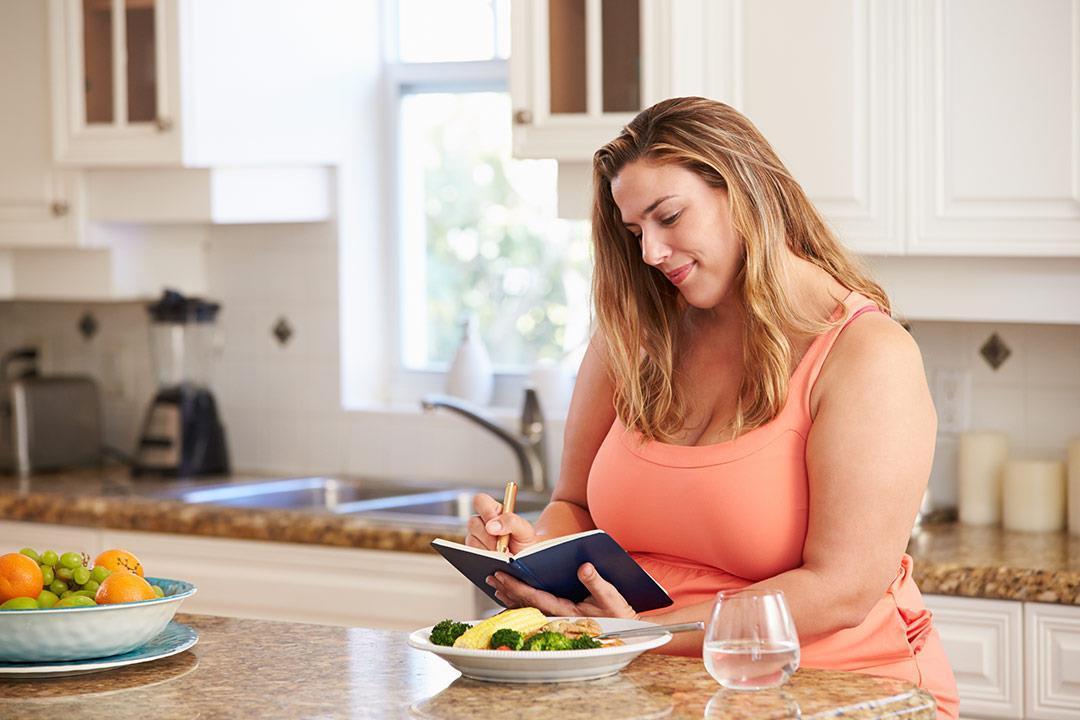 دون ريجيم أو رياضة.. 10 طرق لفقدان الوزن