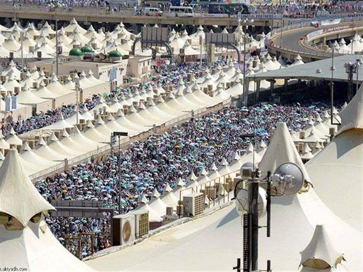 """بث مباشر.. توافد الحجاج على """"منى"""" استعدادًا للصعود إلى عرفات"""