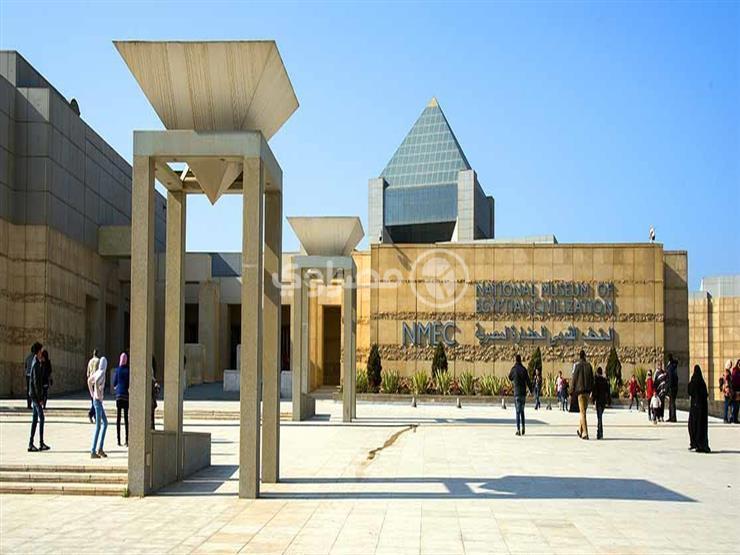 وزير الآثار يجتمع بالعاملين في المتحف القومي للحضارة