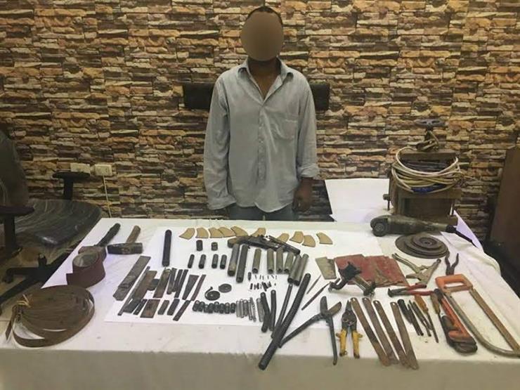 القبض على عامل لاتهامه بتصنيع الأسلحة النارية داخل شقته بالمطرية