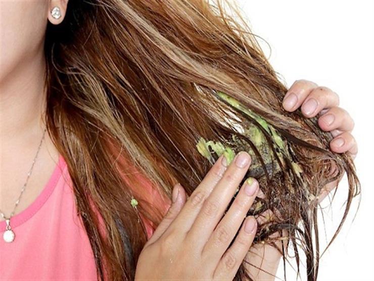 """عالجي جفاف شعرك بعد المصيف بـ""""ماسكات"""" طبيعية في المنزل"""