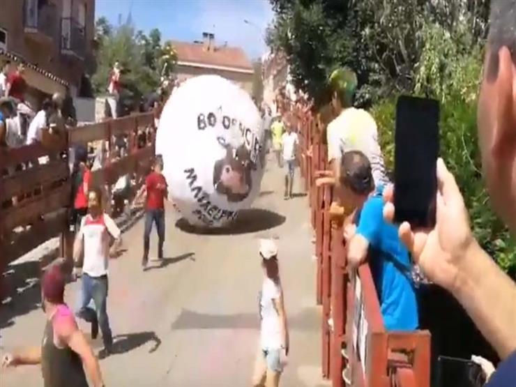 فيديو.. كرة عملاقة تسحق رجلًا في إسبانيا
