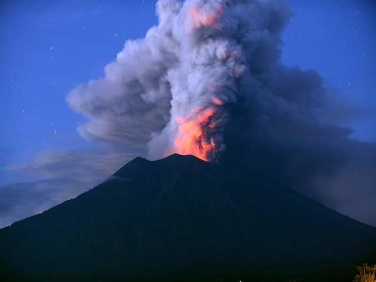 توسيع منطقة الخطر في جزيرة بركانية إندونيسية بعد نشاط ملحوظ