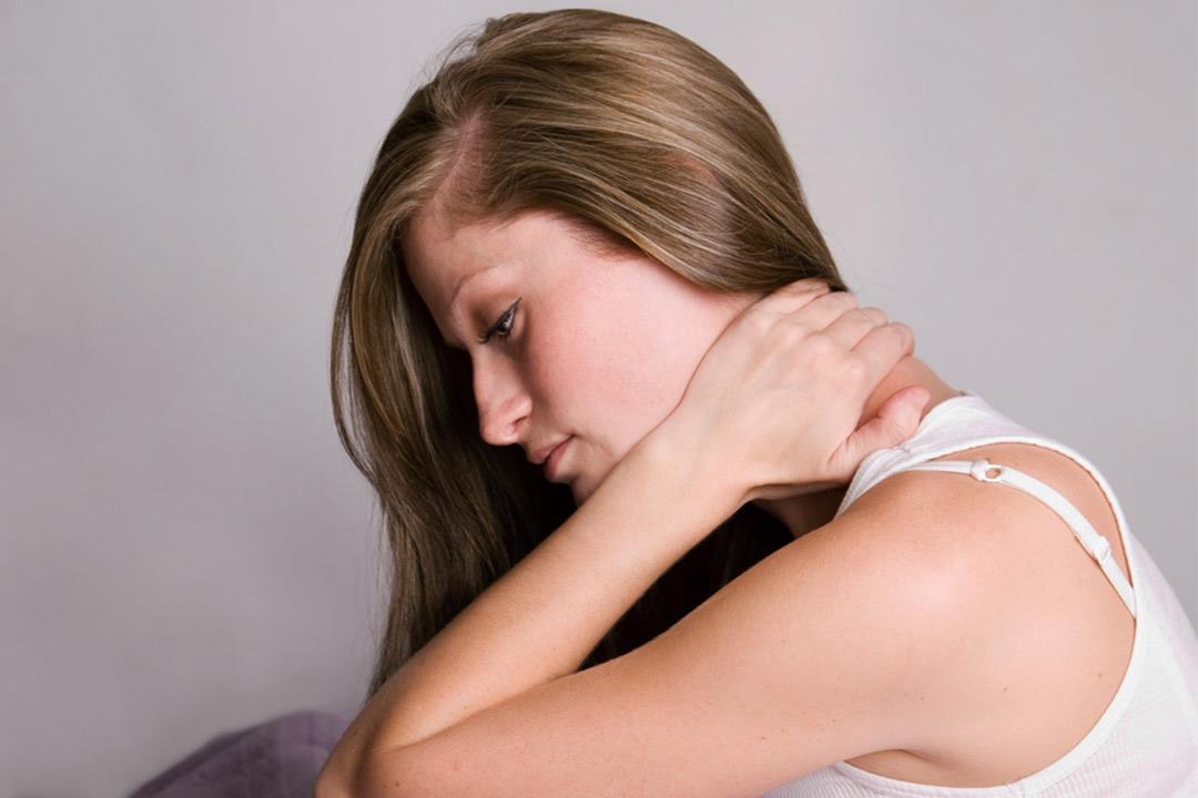 """""""ديسك الرقبة"""" يسبب مضاعفات كثيرة.. إليك الأسباب والعلاج"""
