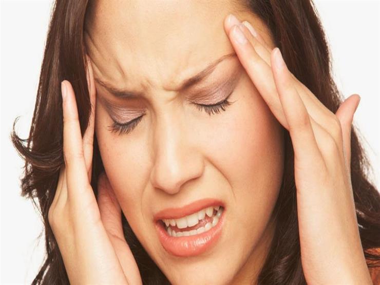 """لماذا يُصاب البعض بالصداع أثناء """"الدايت"""".. وكيف تتجنبه؟"""