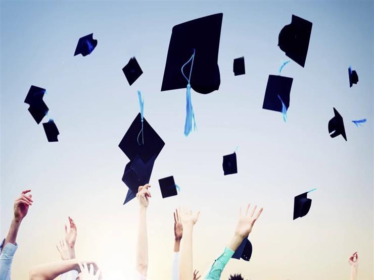 طالبة أمريكية تحتفل بتخرجها من الجامعة بطريقة مختلفة وجريئة