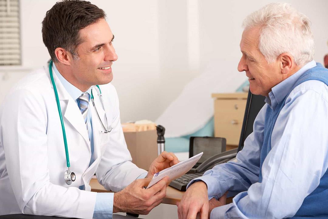 هل يحتاج الرجال إلى مكملات الكالسيوم بعد سن الـ50 مثل النساء؟