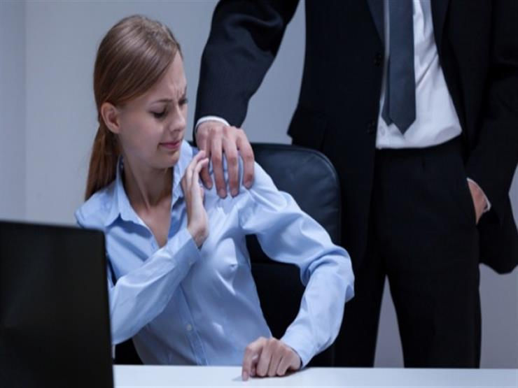 5 علامات تدل على أن مديرك ربما يتحرش بكِ