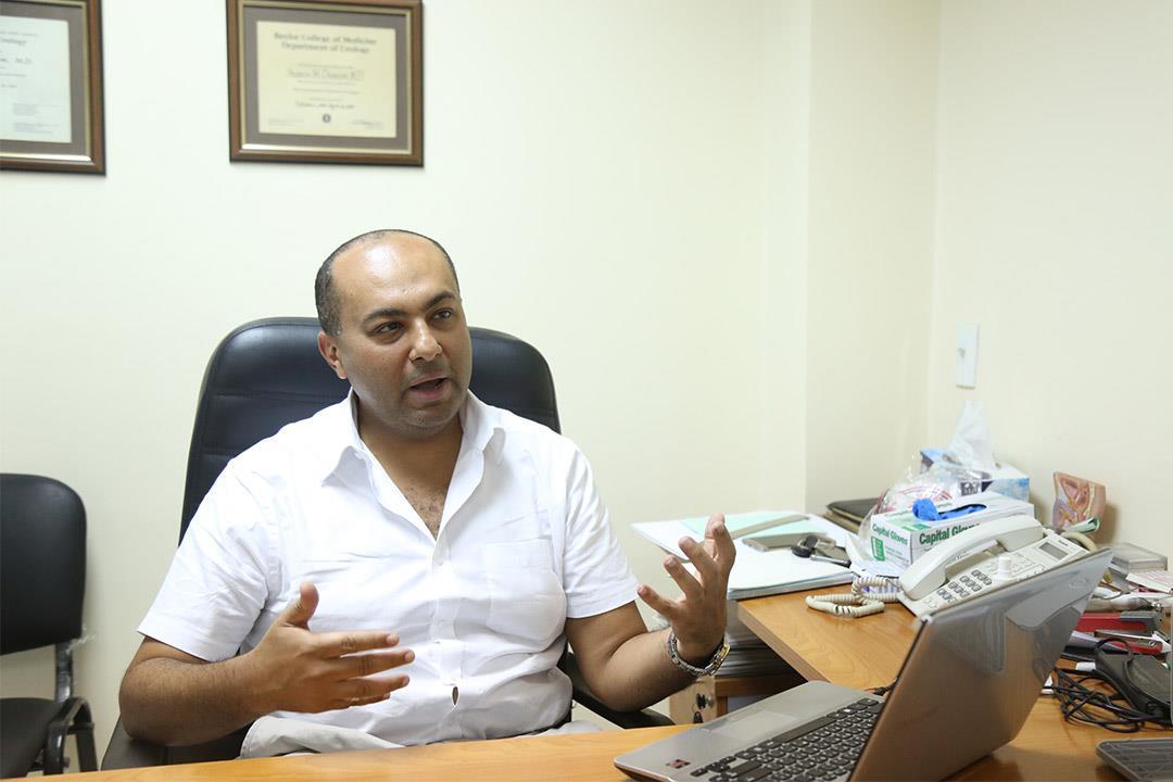 عمرو عبدالرحيم يتحدث عن علاجات تأخر القذف وضعف الانتصاب.. (حوار)