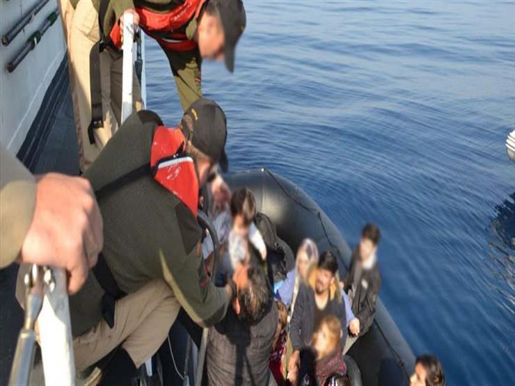 اليونان تضبط عشرات المهاجرين برًا وبحرًا