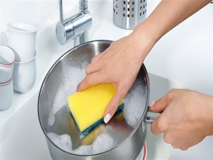 """لربات البيوت.. الخل والليمون لتنظيف """"حلة"""" الطهي"""