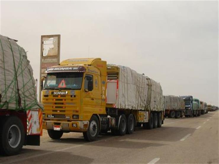 رئيس الوزراء لسائقي النقل الثقيل: قرار الحظر سيطبق السبت.. ولديكم طريق بديل