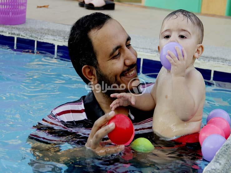 كيف يتم تدريب الأطفال الرضع على السباحة في الإسماعيلية؟