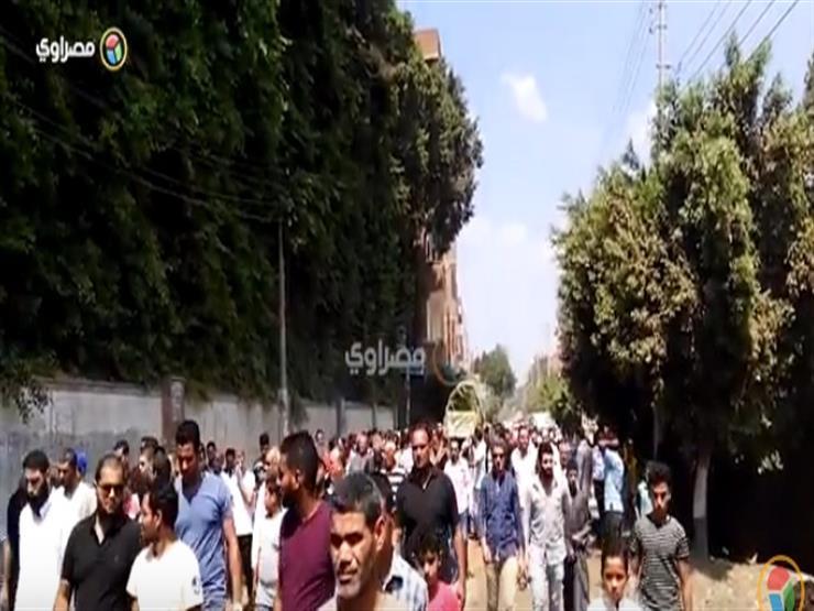 الآلاف يشيعون جنازة شقيقة السادات من مسقط رأسها في المنوفية