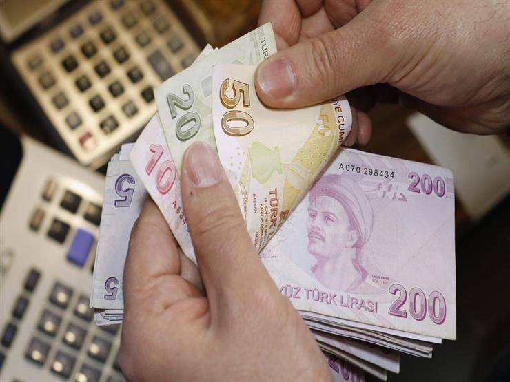 الليرة التركية تهوي إلى مستوى قياسي جديد وتقترب من 8 ليرات للدولار