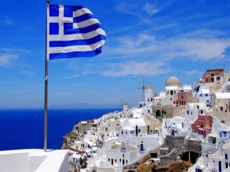 """اليونان تعلن اعتزامها نقل 2000 لاجئ من جزيرة """"لسبوس"""" إلى البر الرئيسي"""