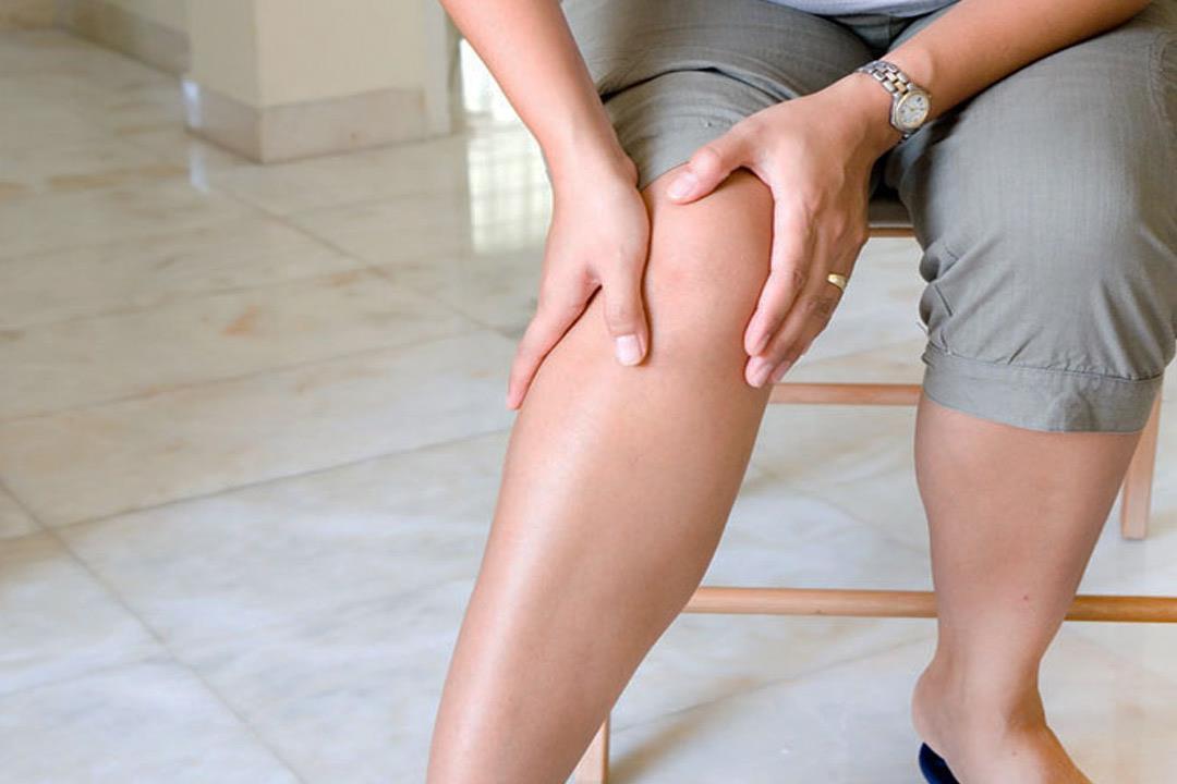 عادات يومية تسبب دوالي الساقين.. هكذا تقي نفسك