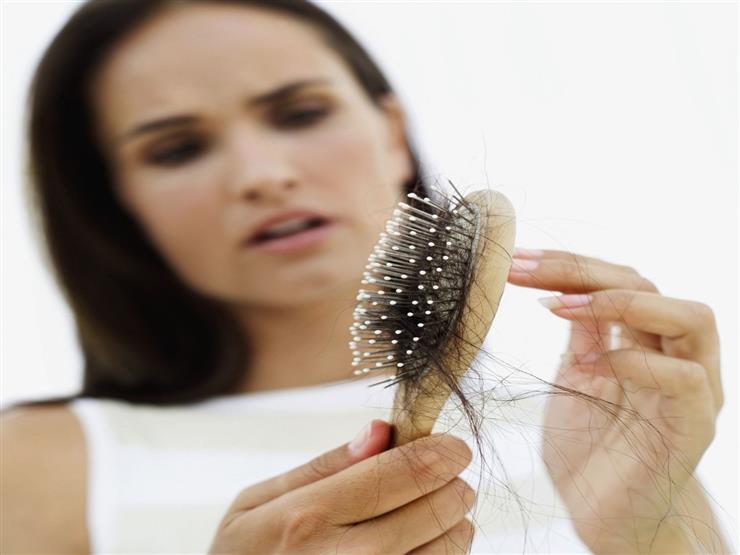 منها الثوم وحبوب الخميرة.. 5 علاجات طبيعية تحارب تساقط الشعر في الخريف