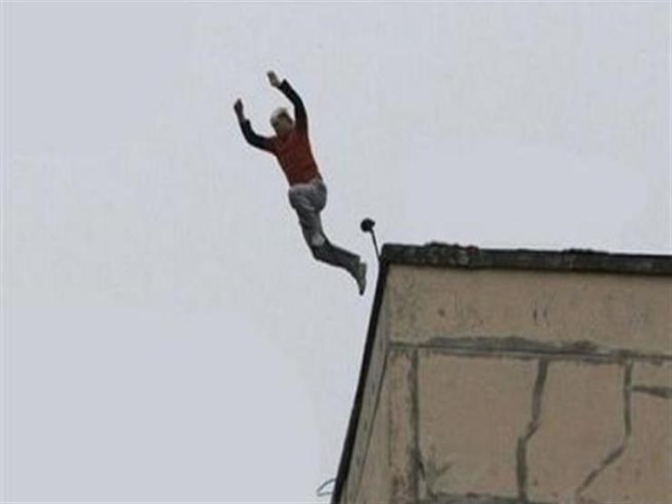 """""""هموت وراهم"""".. قصة انتحار شاب من الطابق التاسع حزنًا على وفاة صديقيه"""