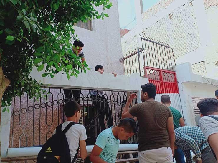 في أول يوم دراسة.. هروب طلاب من مدرسة إعدادية بالمنوفية (صور)