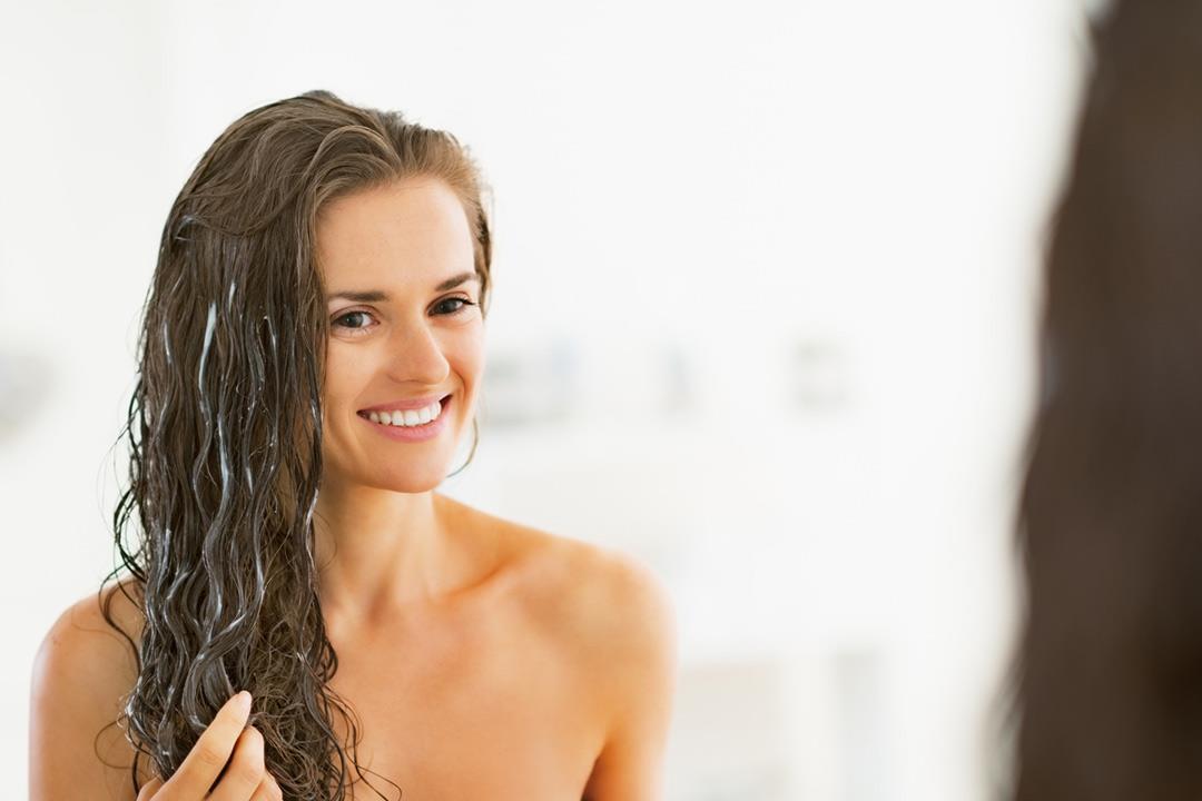 فوائد صحية لحمام الزيت للشعر.. إليك طريقة عمله