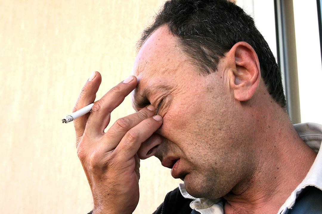 احذر.. التدخين يسبب تلك المشكلات للعين