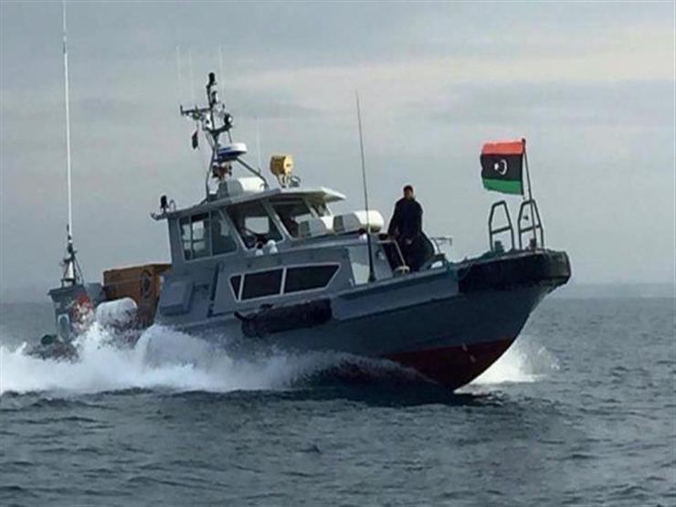 البحرية الليبية تحاول إنقاذ قارب مهاجرين غير شرعيين قُرب حدود تونس