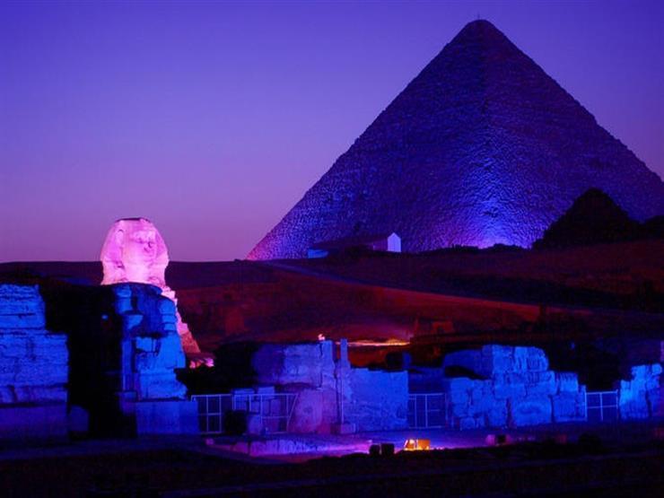 السياحة  تبث إنارة الأهرامات وأبو الهول عبر  فيسبوك  بعدة ل...مصراوى