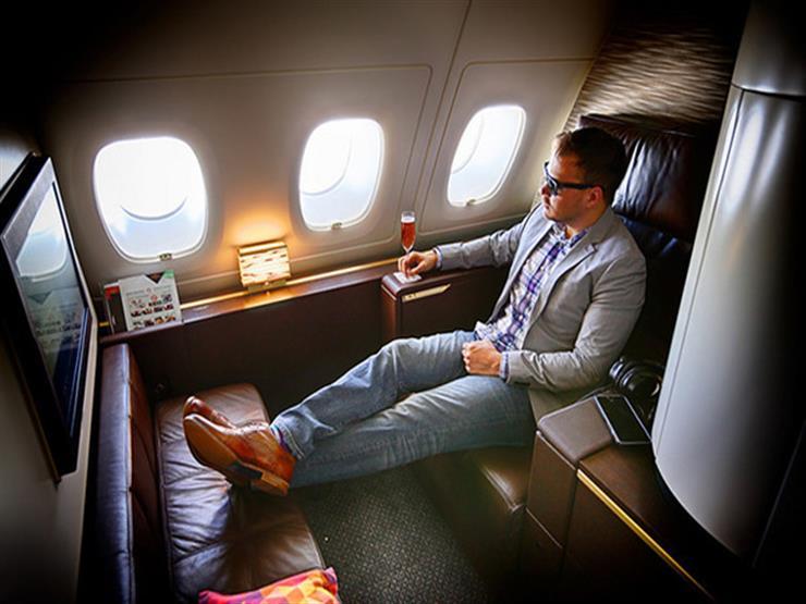 كيف تسافر في درجة رجال الأعمال بسعر التذكرة الاقتصادية؟