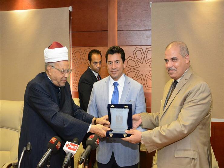 وزير الشباب  يكرم المحرصاوي على انطلاق قافلة الأزهر لشمال سيناء
