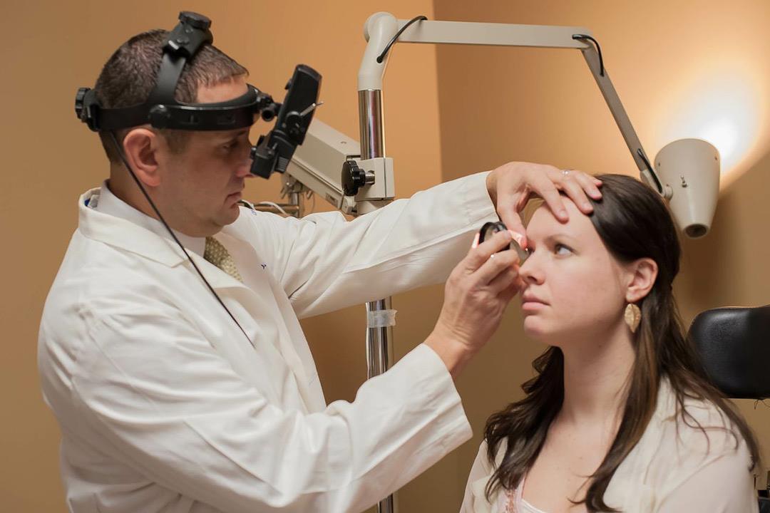 """فحص الـ""""OCT"""" للعينين.. ماذا يمكن الاستنتاج من هذه الإجراء؟"""