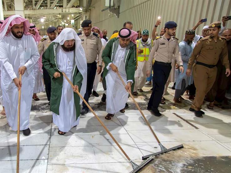 بالصور- رئيس شؤون الحرمين يشارك في تنظيف المسجد الحرام بمكة...مصراوى
