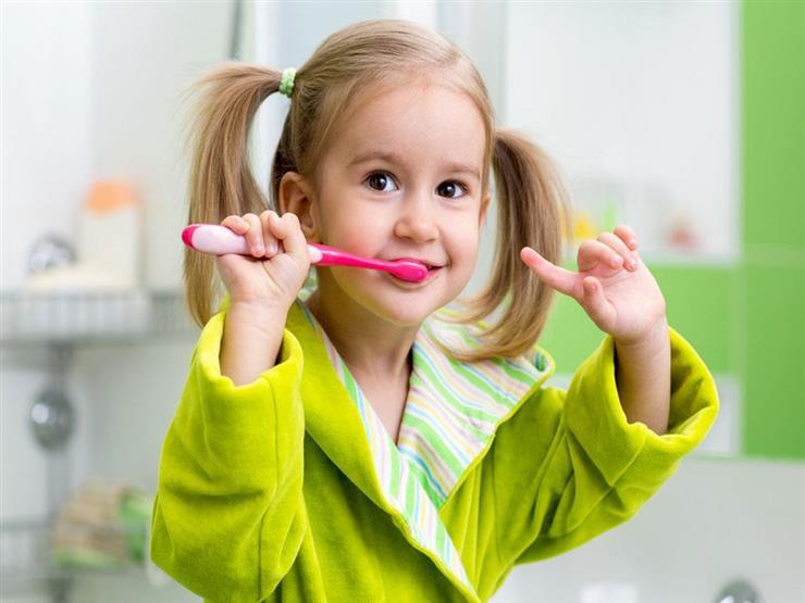 هل يضر ابتلاع الطفل لمعجون الأسنان بصحته؟