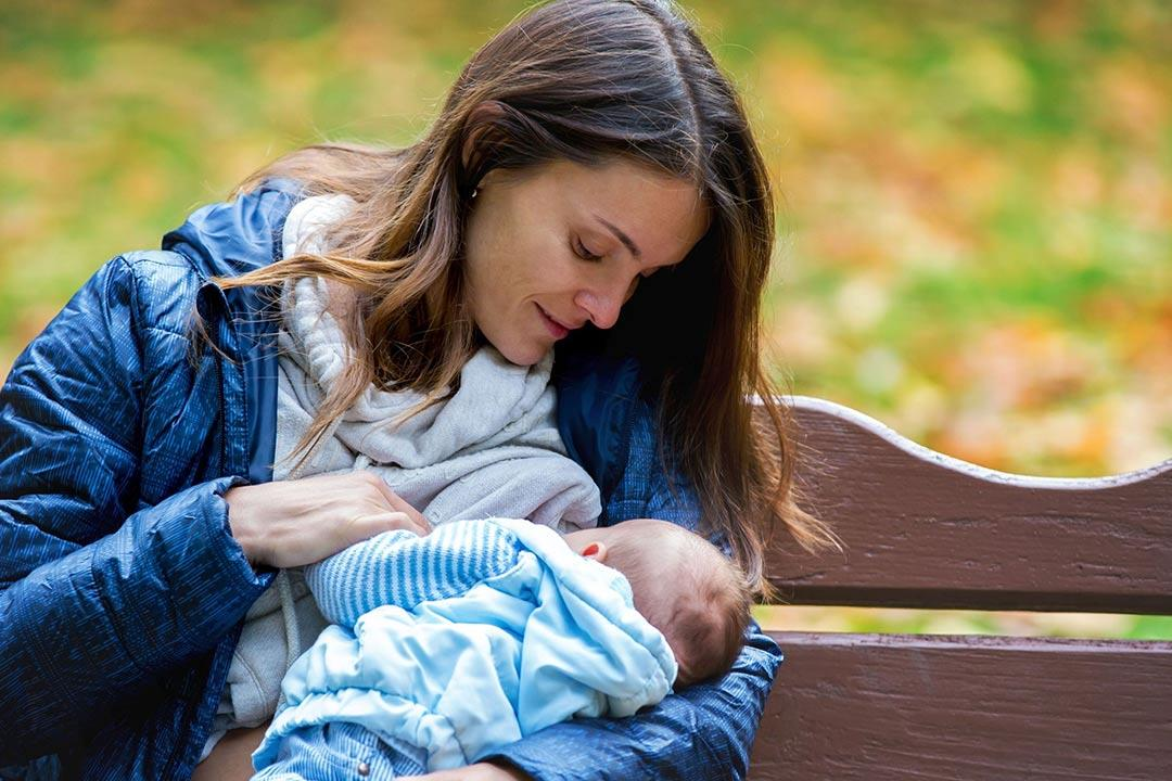 مدة رضاعة الطفل قد تشير لمشكلة تحتاج لحل.. متى تذهبي للطبيب؟