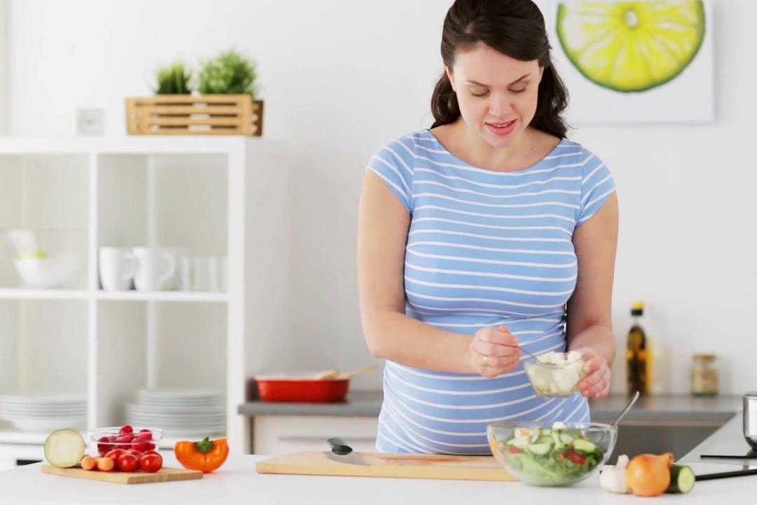 للأمهات.. عنصر غذائي يحمي طفلك من ألزهايمر