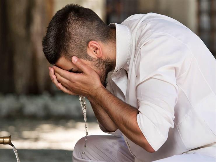 """أعاني من وسواس هل نزلت مني قطرة ماء.. فماذا أفعل؟.. """"البحوث الإسلامية"""" يجيب"""