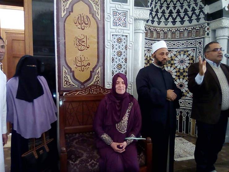 سائحة ألمانية تشهر إسلامها بمسجد الميناء في الغردقة