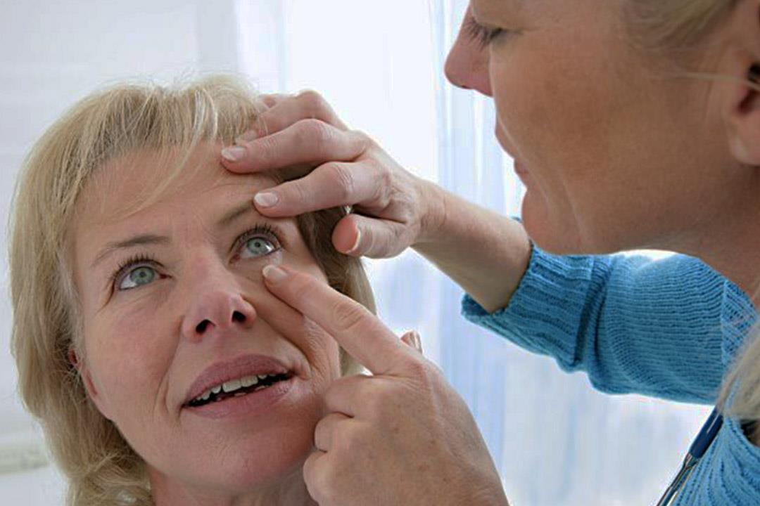 هل تؤثر الإصابة بفيروس سي على صحة العين؟