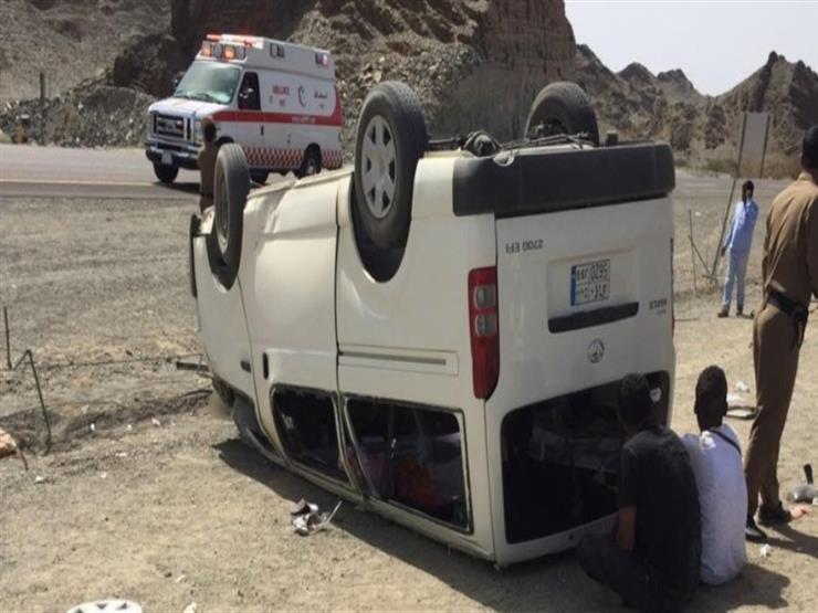 إصابة 16 شخصًا في انقلاب 3 سيارات بالعياط