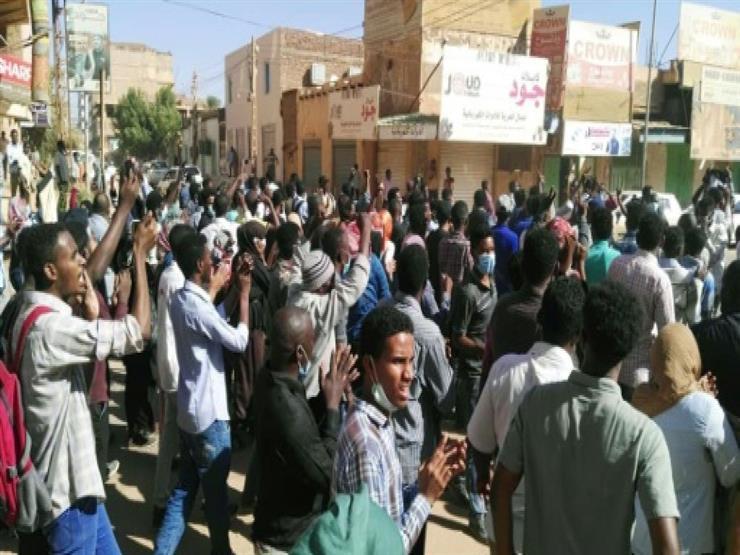 احتجاجات مئوية مناهضة للبشير في حي فقير بالخرطوم
